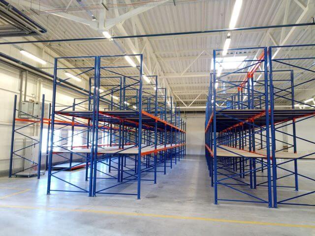 установка полочных систем для склада